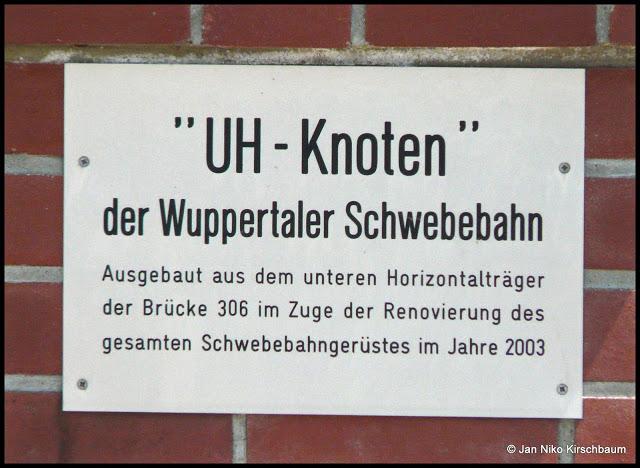 Die Gedenktafel.